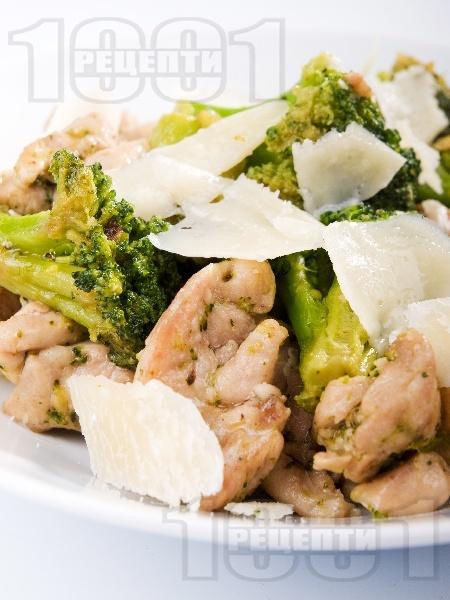 Пилешко с броколи и пармезан - снимка на рецептата